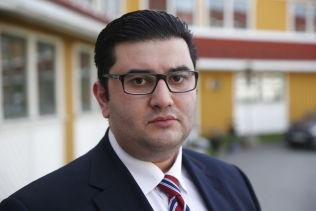 FORNØYD: Mazyar Keshvari (Frp) sier at partiet vil vurdere et nytt forbud-forslag.
