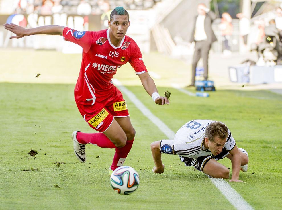 <p>ÅPEN FOR OVERGANG: Ruben Gabrielsen er ikke avvisende til en overgang til Molde. Serielederen ønsker å erstatte LSK-stopperen med Even Hovland - som er solgt til Nürnberg. Her er 22-åringen i duell med Morten Gamst Pedersen.<br/></p>