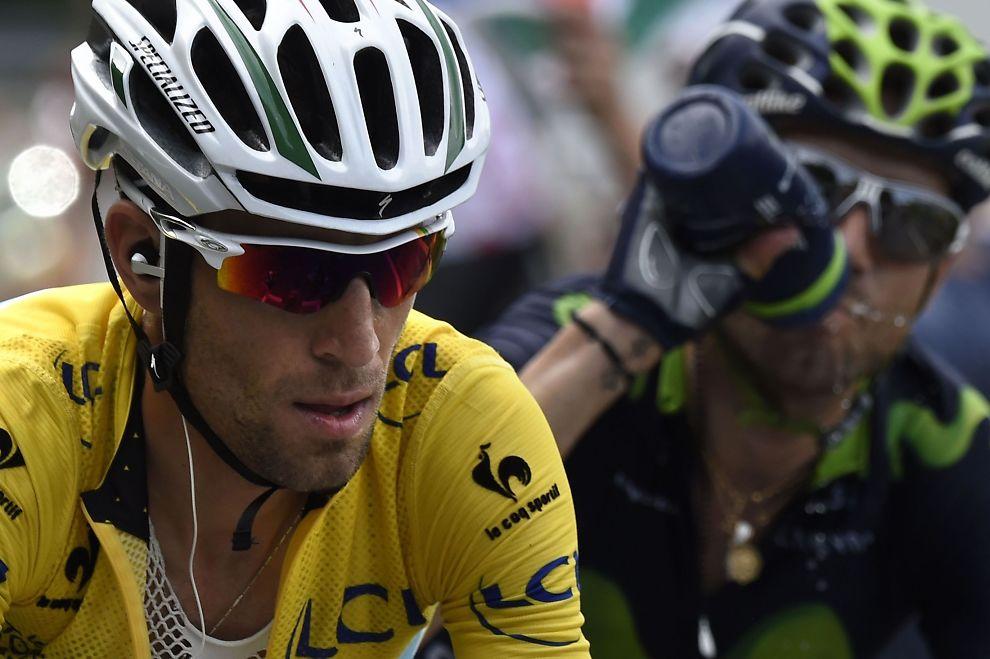 <p>SUVEREN: Vincenzo Nibali leder Touren med over fire og et halvt minutt på Alejandro Valverde - med en uke igjen å sykle.<br/></p>