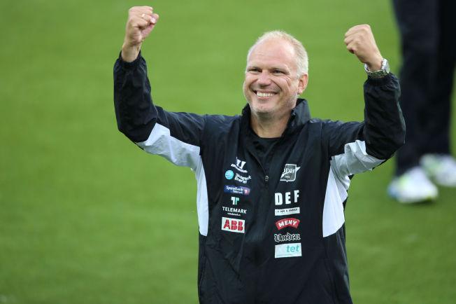 <p>KRITISERER MOLDE - IGJEN: Odd-trener Dag-Eilev Fagermo mener Molde har kjøpt seg hegemoniet i norsk fotball. Her jubler han etter seieren over Vålerenga i cupen i juni.<br/></p><p/>