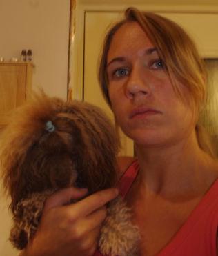 <p>KNUST: Marsvinoppdretter Lene Rasmussen er knust, sjokkert og redd etter at hun fant marsvinene sine slått ihjel torsdag morgen.<br/></p><p/>