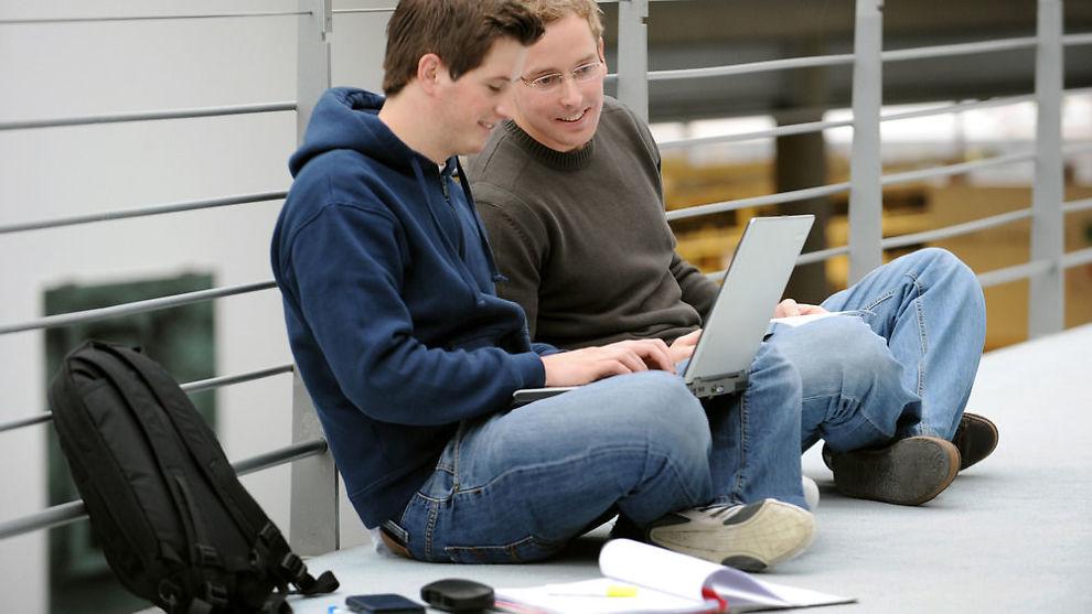 <p>SMART SKOLESTART: Det er viktig å velge rett PC til skolearbeidet. Her finner du oversikt over de beste PC-ene til forskjellige studier.<br/></p>