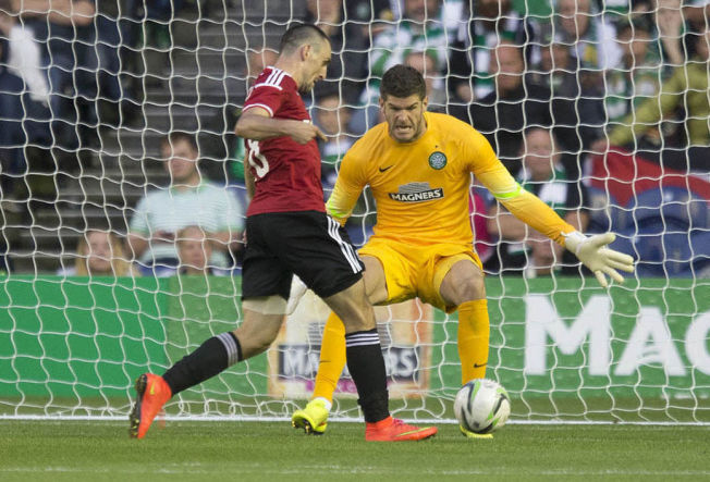 <p>YDMYKET CELTIC: 6-1 mot Celtic over to kamper skapte opprørt stemning i Skottland. Her scorer Legia-spilleren Michal Kucharczyk i returkampen denne uken.<br/></p>