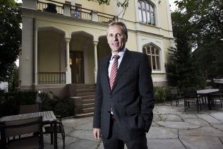 <p><b>SJEF:</b> Per Høiby, administrerende direktør i First House, utenfor PR-byråes lokaler i Inkognitogaten i Oslo.</p>