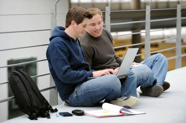 <p>IKKE BARE FAG: Skolehverdagen består definitivt ikke bare av faglig fordypning med digitale verktøy, i følge forskning. Foto: Frank May / NTB scanpix<br/></p>