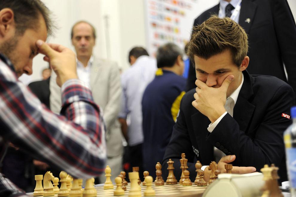 <p>OL-STOPP: Magnus Carlsen reiser hjem fra OL. Her fra kampen mot kroaten Ivan Saric Ivan som han tapte.<br/></p>