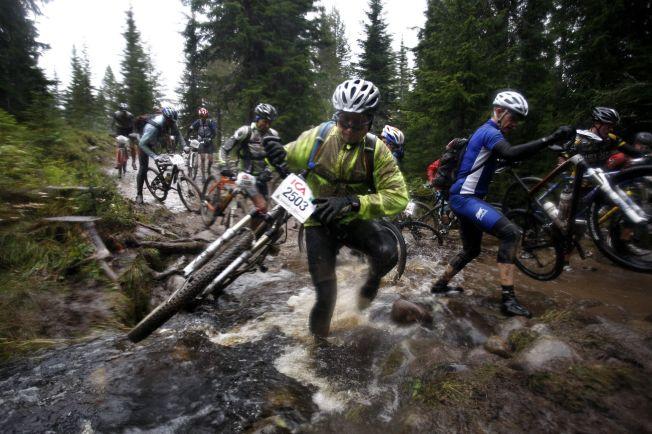 <p>GÅR HARDT FOR SEG: FredagsBirken er et sykkelritt som går fra Rena, og målet er ved Håkons Hall i Lillehammer. Totalt må deltagerne sykle 92 kilometer. Bildet er fra 2009.<br/></p>