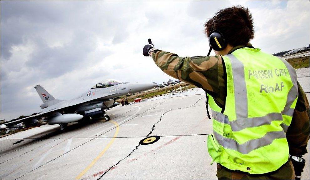 <p>PÅ TOKT: Norske jagerfly deltok i 2011 i krigen i Libya. Nå mener hver tredje nordmann at Norge br engasjere seg militært mot terrorgruppen IS i Irak.<br/></p>