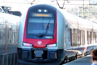 <p>KAN BLI PRIVAT: Dette NSB-toget fra Oslo S til Lillehammer er blant de første Høyre vil konkurranseutsette.<br/></p>