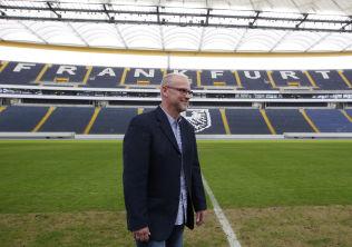 <p>COMMERZBANK-ARENA: Til vanlig er det fotballaget Eintracht Frankfurt, her representert ved trener Thomas Schaaf, som står for underholdningen på Commerzbank-Arena.<br/></p>