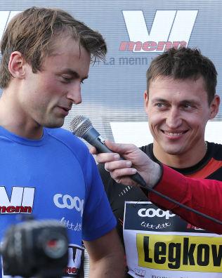 <p>VENNER: Petter Northug (t.v.) og Aleksander Legkov etter et showrenn i Oslo i mai i fjor.<br/></p>