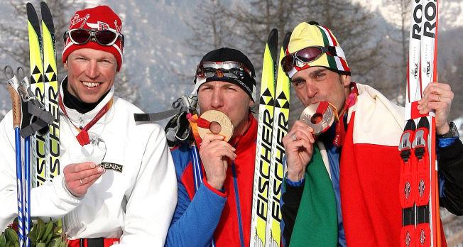 <p>GULLMANN BLE DOPTATT: Russlands Jevgenij Dementjev tok OL-gull i 2006, han vant foran Frode Estil (t.v.) og Italias Pietro Piller Cottrer. Tre år senere testet gullvinneren positivt på EPO.<br/></p>