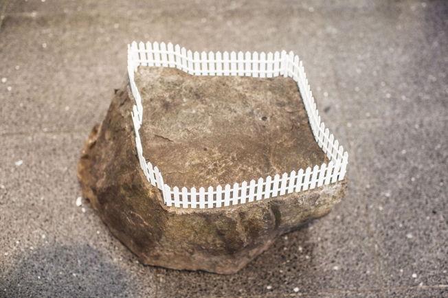 <p><b>GJERDE:</b> Julie Oredam har bygget sitt «Kingdom» på en liten stein.</p>