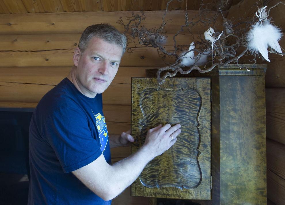 <p>FLAMMEBJØRK: Aller best er Lars Mytting, forfatteren bak megasuksessen «Hel ved», når han skriver om nettopp trær og skog. Flammebjørk og valnøtt spiller en helt sentral rolle i denne boken.<br/></p>