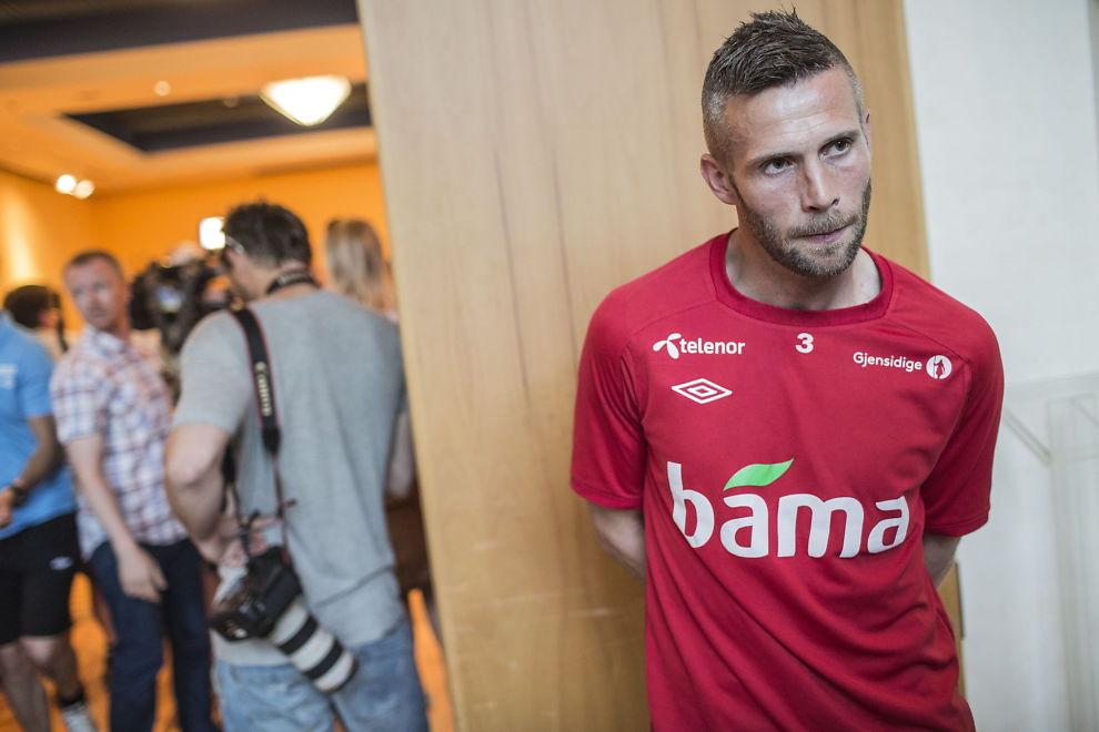 <p>FERDIG I SVERIGE: Kjetil Wæhler avbildet i Tirana foran Norges VM-kvalifiseringskamp mot Albania sommeren 2013.<br/></p>