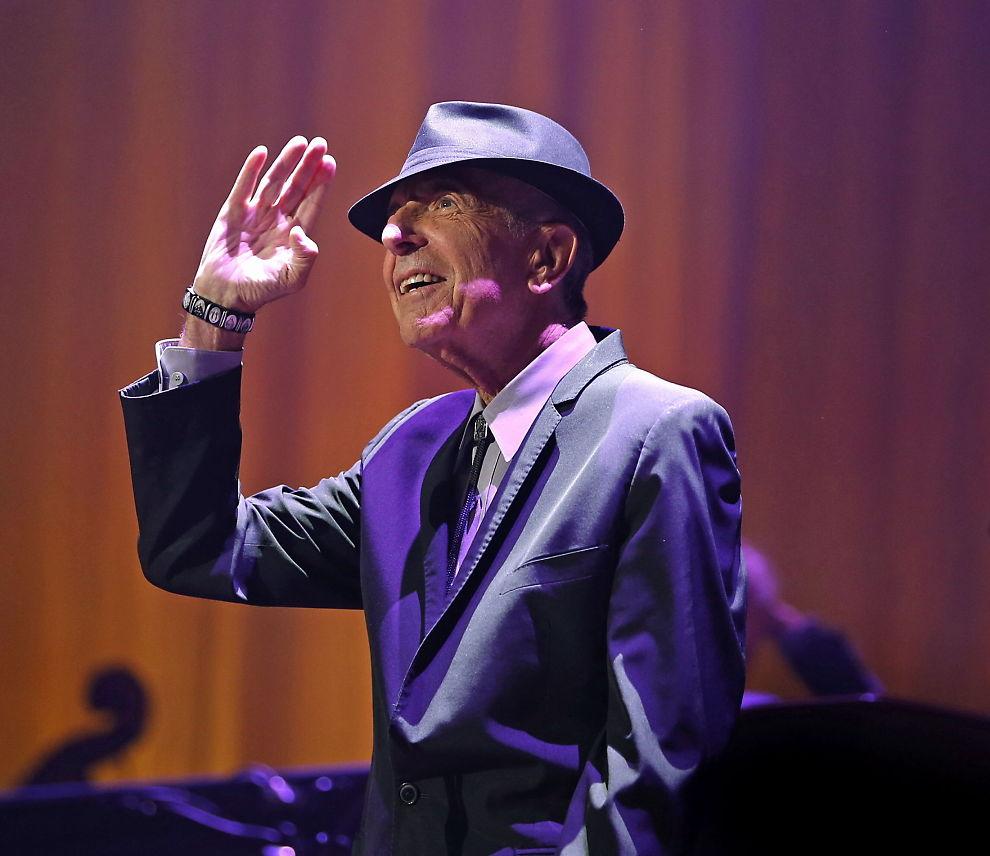 <p>HOLDER KOKEN: Leonard Cohen er ute med nytt album, kun dager før han fyller 80. Her i Oslo Spektrum i fjor. Foto: TROND SOLBERG/VG</p>