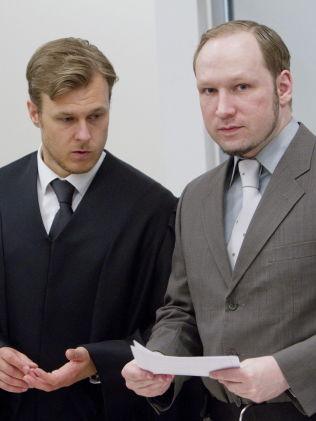 <p>Forsvarer Tord Jordet (venstre) og Anders Behring Breivik (høyre) under rettssaken i Oslo tingrett i 2012.<br/></p>