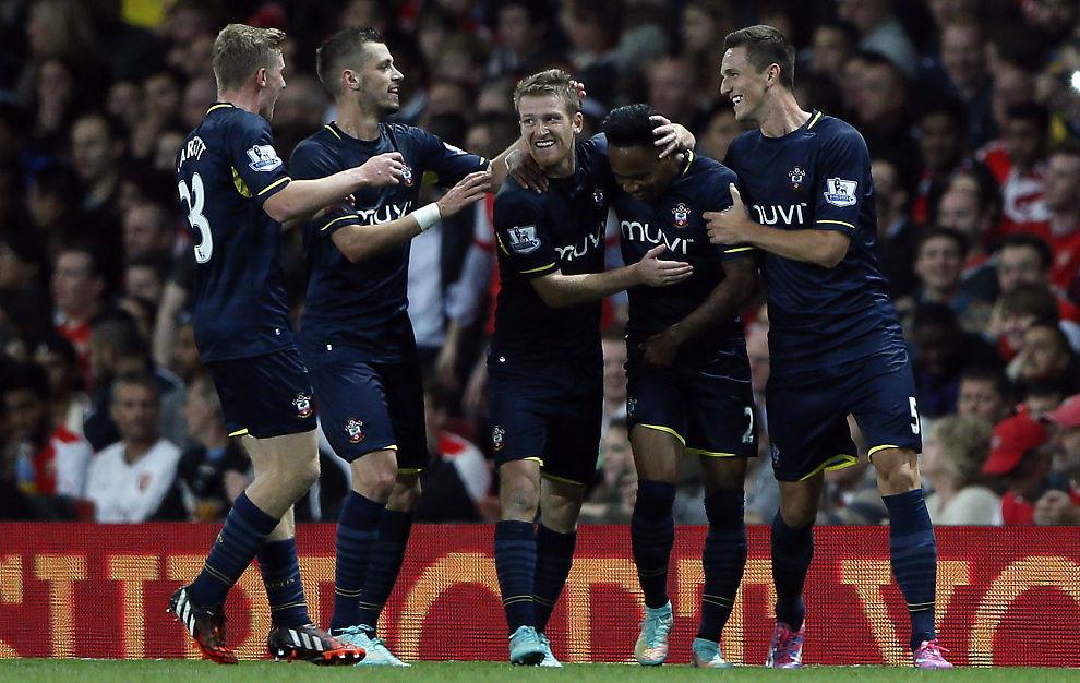 <p>SE, SÅ GLADE: Southampton-spillerne jubler for Nathaniel Clynes matchvinnermål på Emirates.<br/></p>