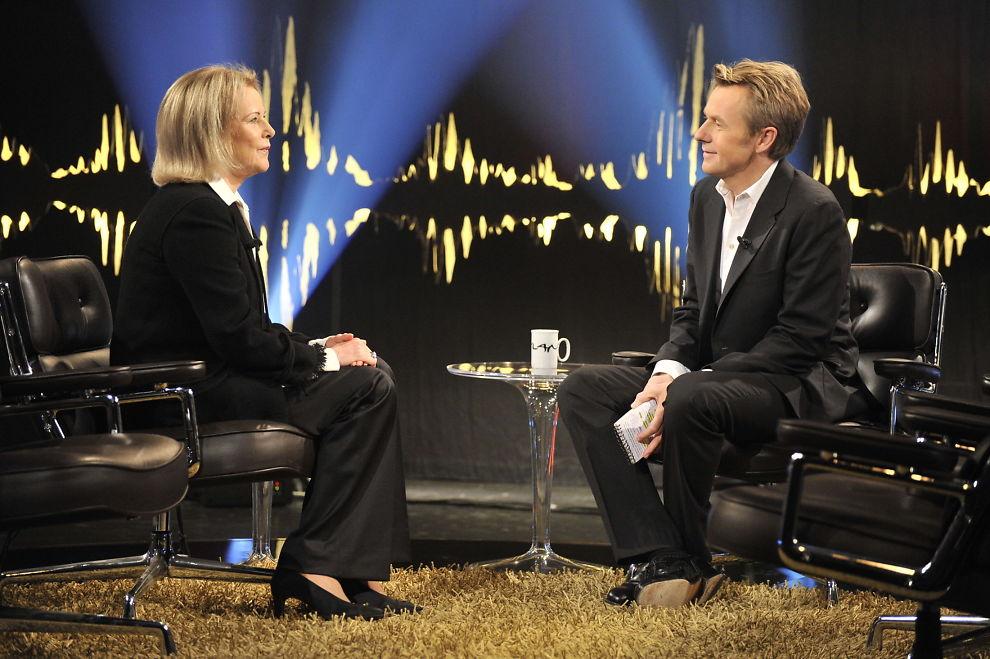 <p>ÅPEN: Anni-Frid Lyngstad forteller om alenetilværelsen til programleder Fredrik Skavlan.<br/></p>