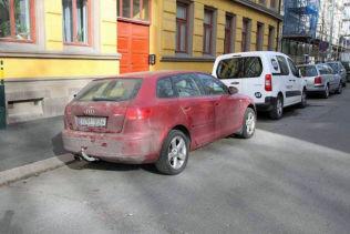 <p>KNYTTES TIL RANET: Politiet mener ranslaget brukte denne svenskregistrerte bilen, en rød Audi A3, i forbindelse med gullsmedranet.</p>