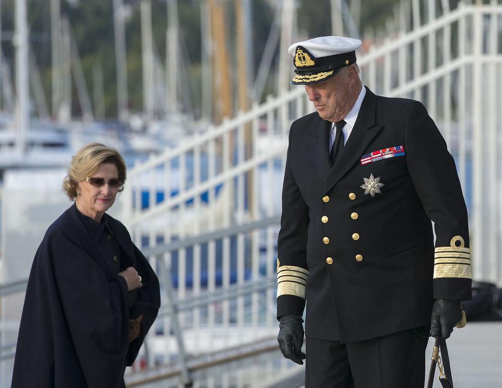 <p>DRINKER PÅ KONGEHUSET: IOC ser helst at Kong Harald og dronning Sonja tar regningen for alkoholen som skal nytes under åpningseremonien. Her er kongeparet på vei opp fra Kongeskipet i september.<br/></p>