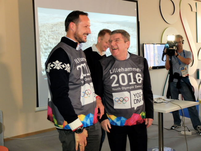 <p>OL-GLISET: Kronprins Haakon og Thomas Bach fant tonen under et arrangement i det norske hus i Sotsji. Hvis Bach og resten av IOC-gjengen får bestemme, blir det mer kongelig mingling neste gang.<br/></p>