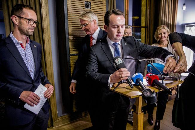 GAMES OVER: Byrådsleder Stian Berger Røsland (midten) måtte slukørret konstatere at Oslo-OL 2022 ikke blir en realitet etter å ha fått nei fra egne partifeller onsdag.