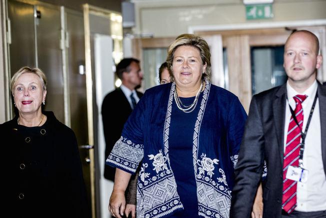 AVGJORDE INTERNT: Statsminister Erna Solberg og kulturminister Thorhild Widvey fra da de møtte NTB etter gårsdagens OL-nei fra Høyres stortingsgruppe.