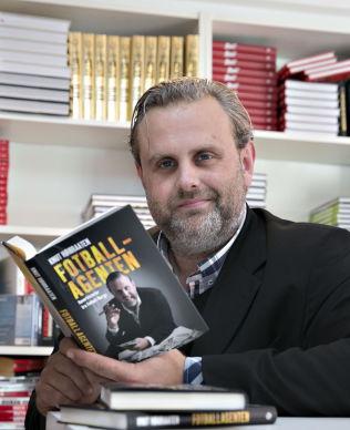 <p>BOK-BOMBE: I boken «Fotballagenten» kommer den tidligere agenten Knut Høibraaten om oppsiktsvekkende nyheter fra sitt liv i fotballbransjen.<br/></p>
