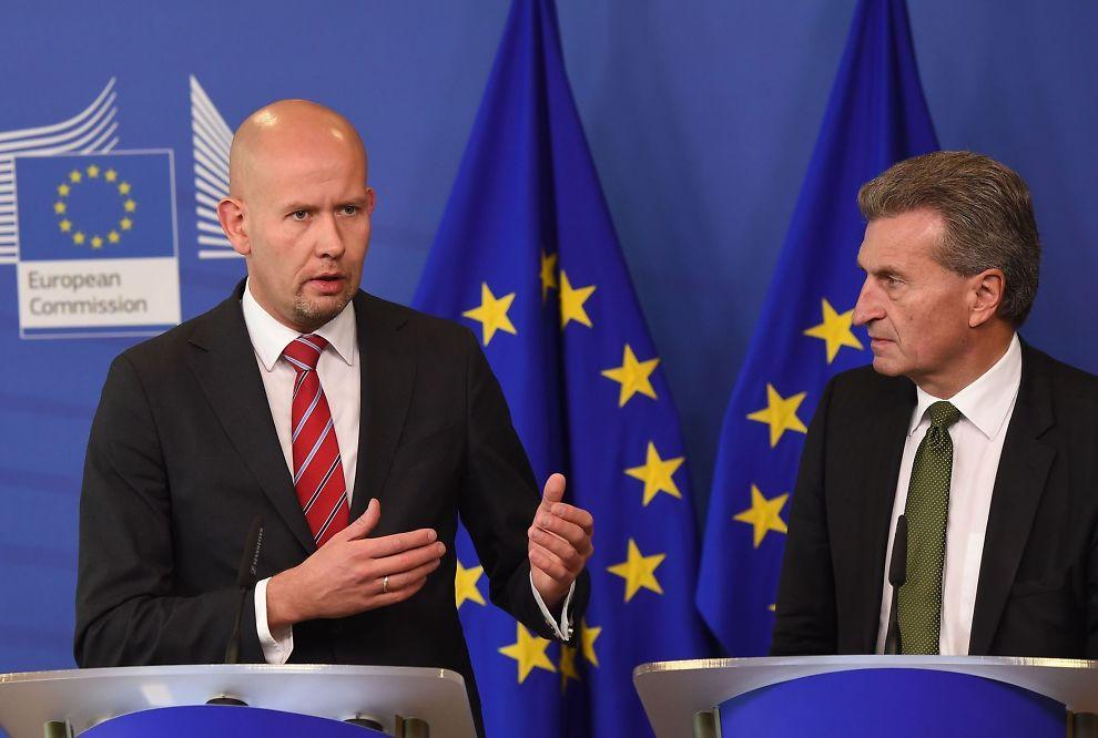 LANDER I NEDERLAND: EU-kommisjonens visepresident Günther Oettinger har overtalt regjeringen og olje- og energiminister Tord Lien til å satse CO-penger på et nytt anlegg i Rotterdam. De to møttes i Brussel for to uker siden.