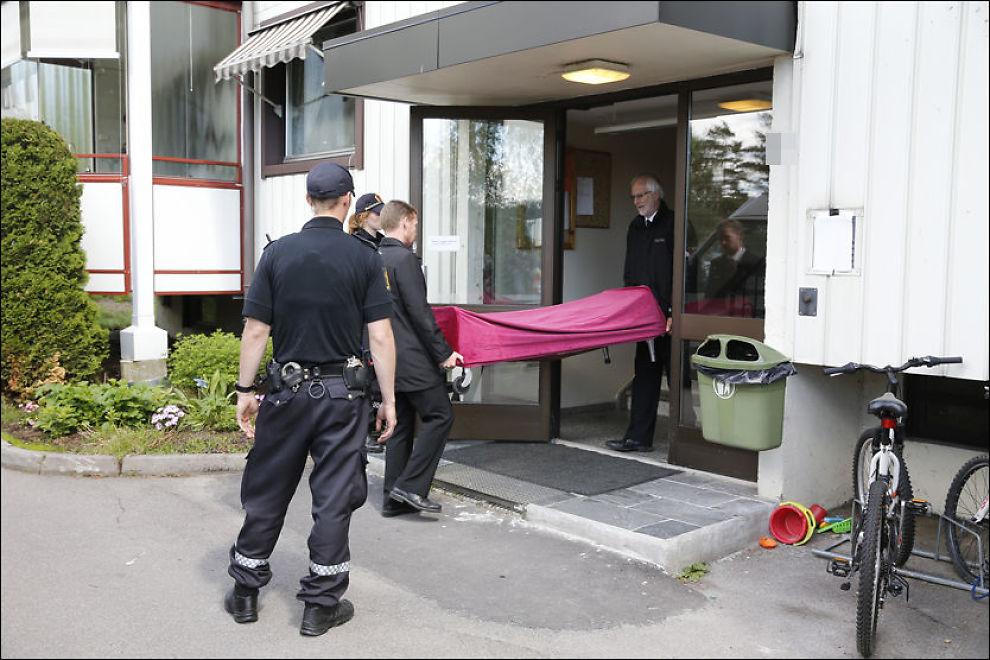 <p>ÅSTEDET: Få timer etter at ektemannen (48) hadde varslet politiet om drapet på kona (35) i Lørenskog 17. juni fjor - ble 35-åringen båret ut av parets bolig og obdusert.<br/></p>