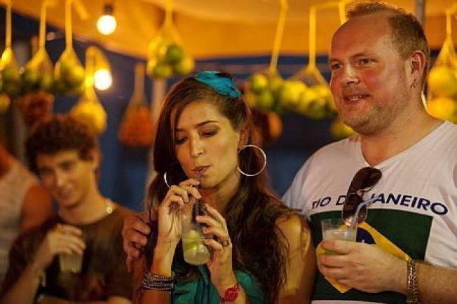 <p>BRASILIANSK BRYLLUP: Roar i Steinar Sagens skikkelse har sjekket opp Alex, alias Maria Joana Chiapetta og nå skal det bli bryllup i Rio.<br/></p>