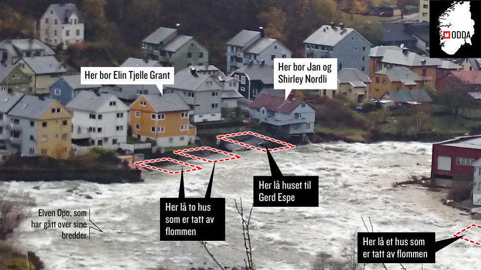<p>REVET BORT: Fire hus er revet bort av de voldsomme kreftene i elven. Nå håper naboene av husene deres overlever flommen.<br/></p>