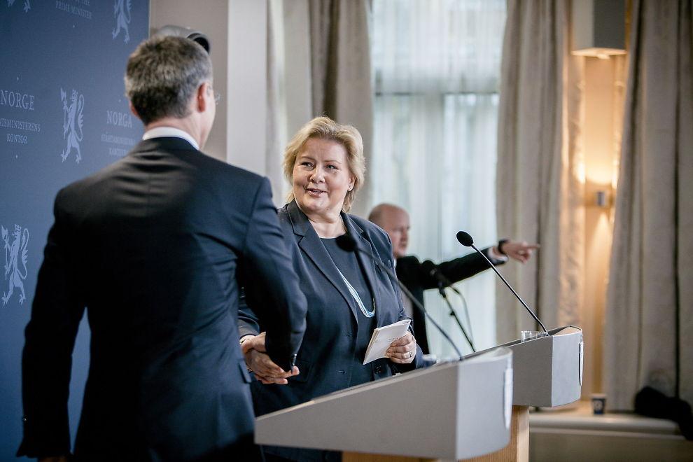 BIDRAR MILITÆRT: Erna Solberg, som i vår gratulerte Jens Stoltenberg med toppjobben i NATO, vil trolig bestemme Norges militære utenlands-bidrag torsdag.