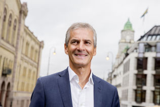 <p>FRELSER? Ap-leder Jonas Gahr Støre behandles som Jesus i norske medier, er Frps forklaring på regjeringspartienes fall.</p>