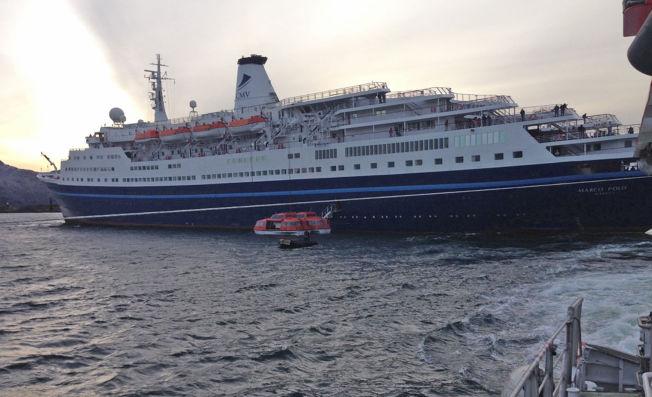 PÅ GRUNN: Et cruiseskip har gått på grunn ved Lofoten.
