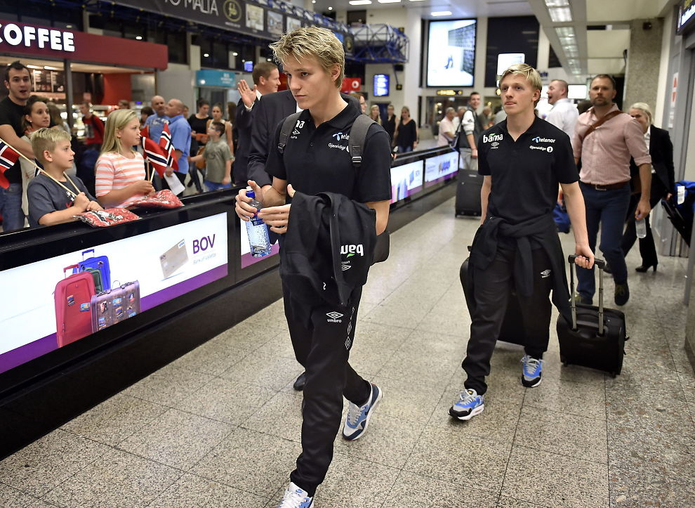 <p>HØY TEMPERATUR: Det koker fremdeles massivt rundt Martin Ødegaard. Her er han på flyplassen i Valletta før EM-kvalifiseringskampen mot Malta i høst.<br/></p>