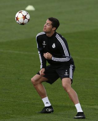 <p>LAGKAMERAT? Cristiano Ronaldo under mandagens trening på Valdebebas. Det var også på dette treningsfeltet Martin Ødegaard og pappa var tilstede. Det er usikkert om 15-åringen hilste på Ronaldo under besøket.<br/></p>