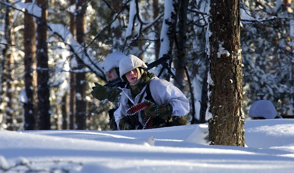 <p>LITE FLISER OG VARMEKABLER: Norske soldater øver på krig ute i felt.<br/></p>