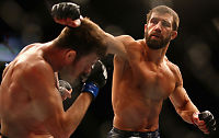 Ydmyket UFC-stjerne med enarmet «giljotin»