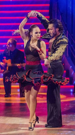 <p>OMSTRIDT DANS: Agnete Kristin Johnsen og dansepartner Egor Filipenko med sin showdans.<br/></p>