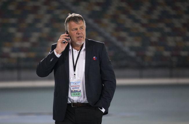 <p>IKKE PERSONLIG: Kjetil Siem, her i Abu Dhabi under landskampen mellom Moldova og Norge i januar, håper Guttorm Dilling vil fortsette i NFF.<br/></p>
