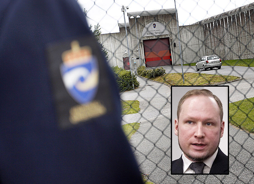 <p>VANSKELIG Å VOKTE: Anders Behring Breivik framstår på den ene siden som høflig og enkel å ha med å gjøre, mens han på den andre siden er monomant opptatt av sitt verdenssyn og viser ingen tegn på anger, forklarer kilder.<br/></p>
