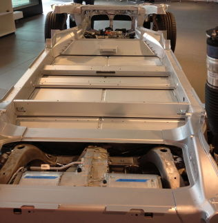 <p>FEILEN: Her er den såkalte drive unit-en, som blant annet omfatter elmotor og gir. I dag kom det frem at det ikke er smurt tilstrekkelig fett på drivakselen.<br/></p>