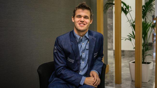 <p>INTERVJU-DAG: Etter en hektisk november-måned, satte Magnus Carlsen seg ned med pressen. Nå er han verdensmester til 2016 - minst.</p><p/>