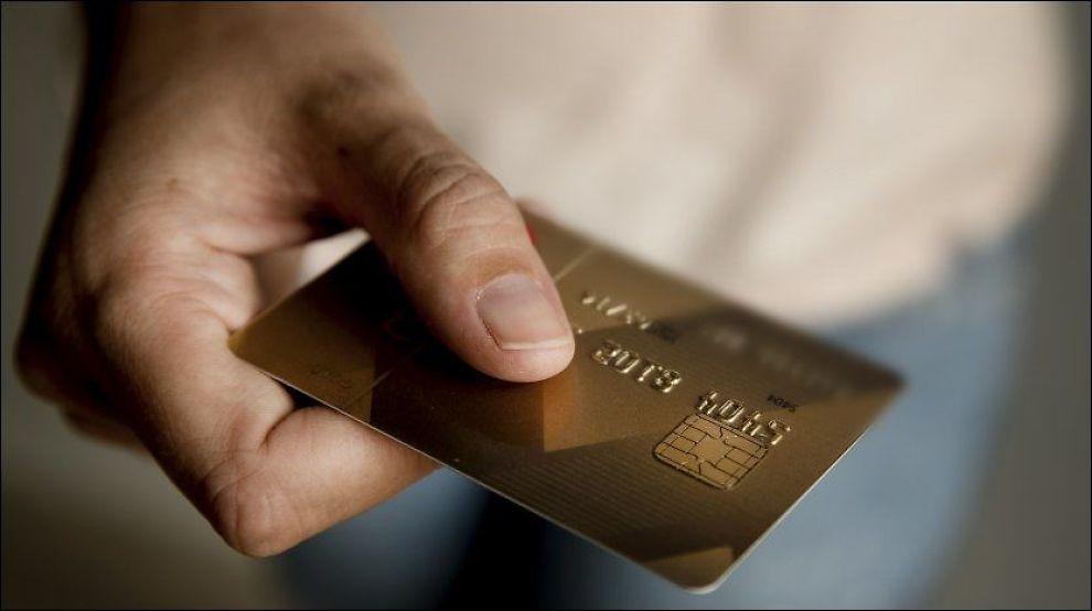 <p><br/></p><p>GLEMT PINKODEN? GLEM DET! Med de nye bankkortene kan man betale uten å taste inn koden.<br/></p>