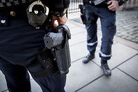 Politiet skal fortsatt bære våpen