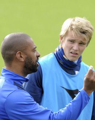 <p>STØTTER TURNEEN: Strømsgodset-trener David Nielsen synes det er fint at Martin Ødegaard benytter seg av den unike muligheten til å besøke Europas største klubber.</p><p/>