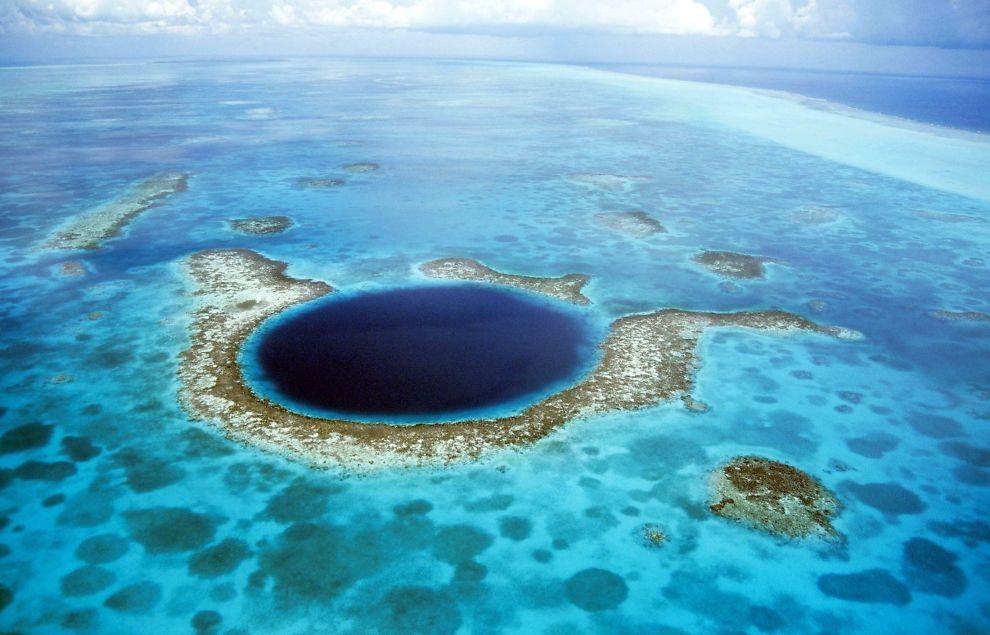 <p>MYSTISK: Dette hullet er både mystisk og mytisk, men kan forklare hvorfor mayakulturen forsvant. Foto: KURT AMSLER / ARDEA / CATERS NEWS</p>