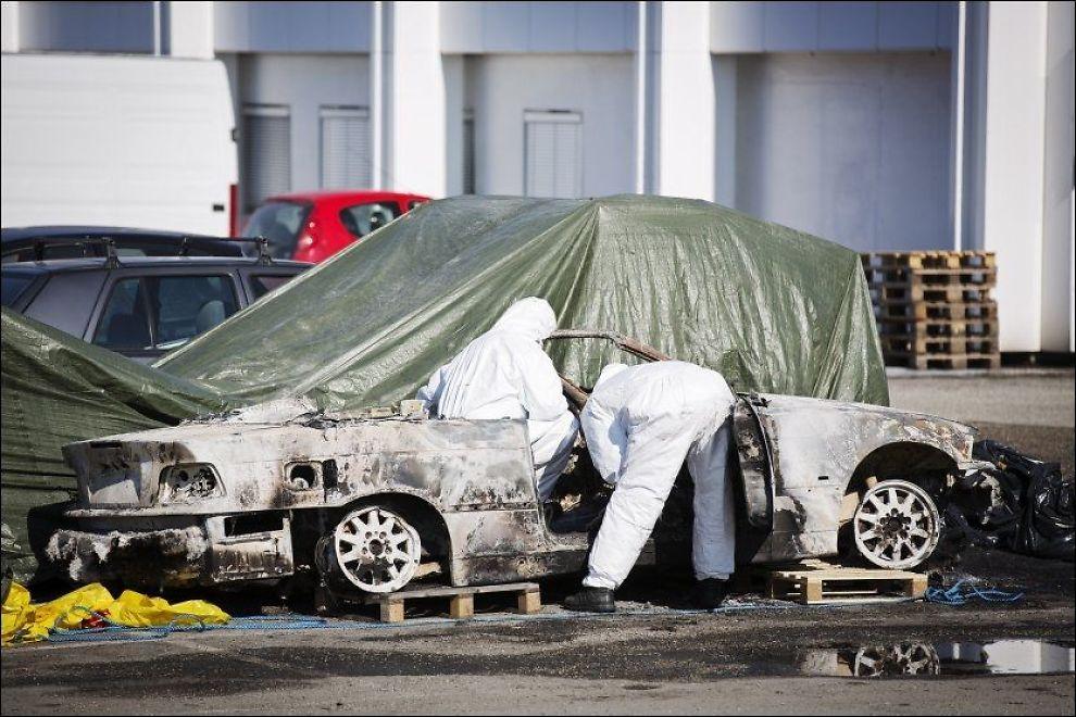 <p>UTBRENT: Her jobber kriminalteknikerne med bilen hvor Per Gunnar Asheim (57) ble funnet.<br/></p>